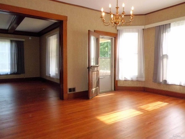 Expansive Rooms Offer Room to Gather